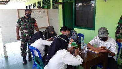 Photo of Berikan Wifi Dan Pendampingan Dalam Pembelajaran Secara Online Oleh Babinsa Koramil 0909-02 Sangkulirang.