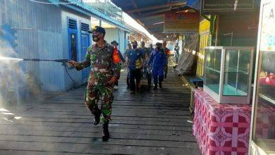 Photo of Cegah Penyebaran Covid-19 Di Wilayahnya, Babinsa Rutin Gelar Penyemprotan Disinfektan