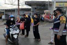 Photo of Kapolsek Teluk Pandan Gandeng PSHT Berbagi Takjil