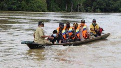 Photo of Kasmidi Turut Prihatin Kepada Warga Terdampak Banjir, Bersama Jajaran Beri Bantuan Sembako