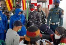 Photo of Lanal Sangatta Vaksinasi Masyarakat Kampung Bahari Nusantara
