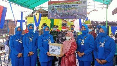 Photo of Peringati Hari Jadi Ke-75, Pengurus Jalasenastri Lanal Sangatta Berikan Bantuan Pada Warga Pulau Miang