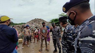 Photo of Peringati HUT TNI AL, Lanal Sangatta Berbagi Dengan Pemulung Di TPA Batota