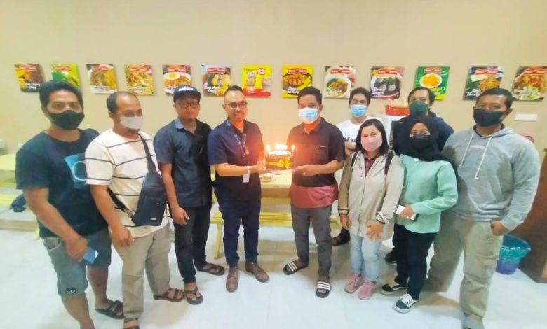 Photo of AJKT Rajut Tali Silaturahmi, Beri Surprise Ulang Tahun Kepada Ketua KNPI Kutim Felly Lung